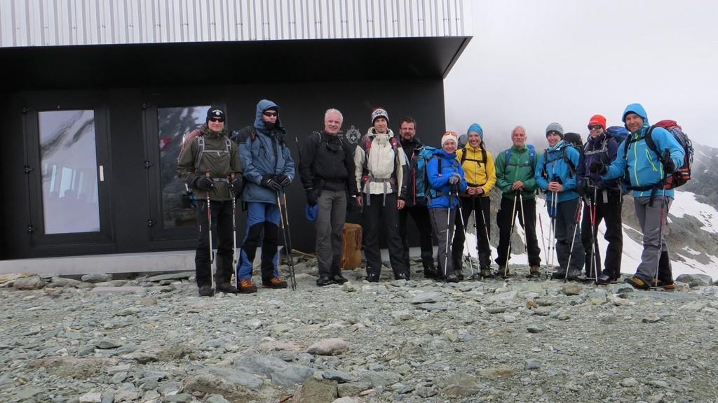 Bishorn - Gruppenbild vor der Tracuit Hütte