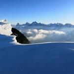 Blick-über-den-Grat-zu-Eiger,-Mönch-und-Jungfrau
