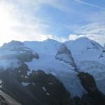 Blick-vom-Schwarzhorn-zum-Grat-der-Blümlisalpgruppe