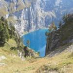 Der-Öschinensee-zeigt-sich-in-seiner-typischen-Färbung