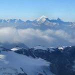 Majestätisch-überragt-das-Weisshorn-alles,-selbst-Zinalrot--und-Matterhorn