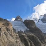 Weisse-Frau-und-Blümlisalphorn-über-dem-gleichnamigen-Gletscher