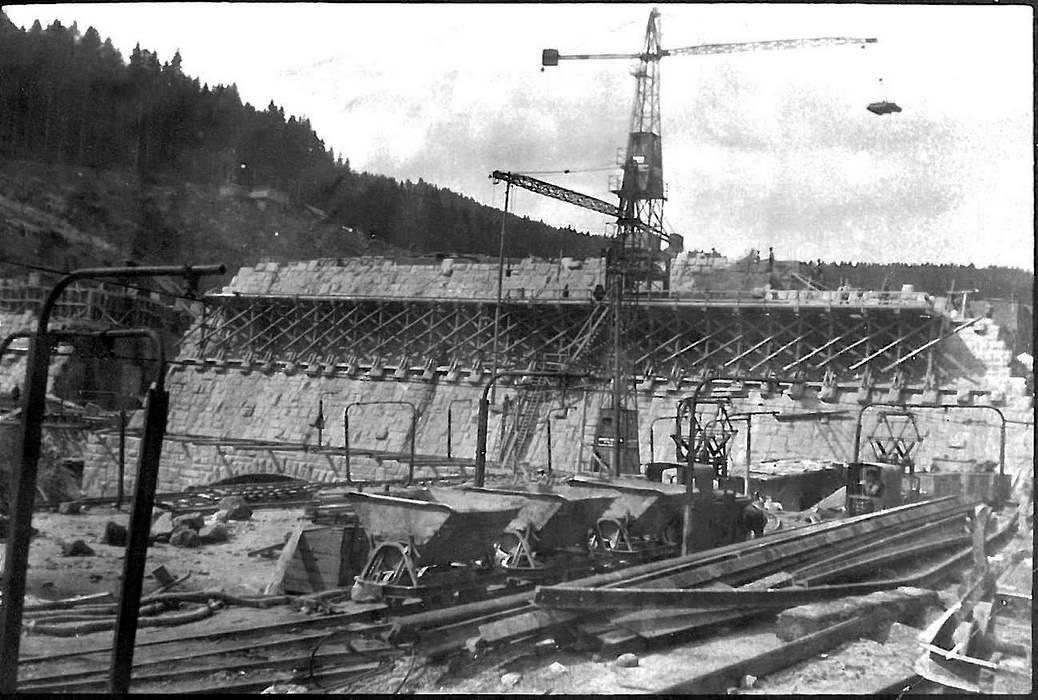 Aus dem Familienalbum: Bau der Schwarzen-bach-Staumauer um 1924